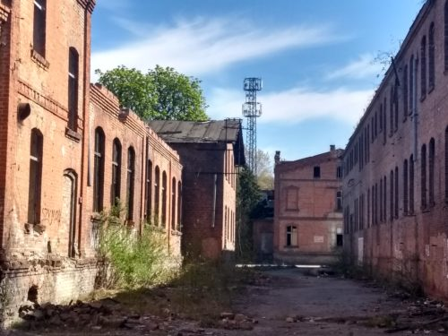Wiskord Budynki Ciekawe jak ten widoczek ma się do tego, co zostało po przemarszu Armii Czerwonej